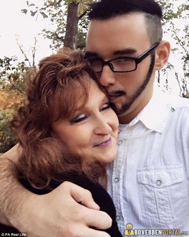 18 éves srác egy 25 éves nővel