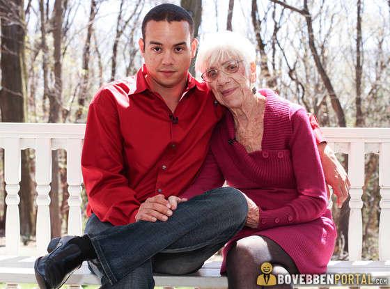 A fiam idősebb nővel randizik